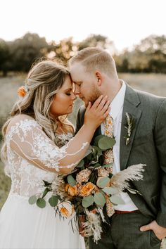 Who else is missing sunshine and warmth today? Definitely not looking forward to the next few days of freezing cold weather. Photographer | @chelsealittletonphotography Venue | @brightmorningfarm Coordinator | @brigamblecoordinating Dress | @facchianosbridal Makeup | @meganbervenmakeup Hair | @bookwithbrooke9116 Tan | @meganpratertans Bride | @mariahemaxey Makeup Portfolio, Oklahoma Wedding, Freezing Cold, Tulsa Oklahoma, Professional Makeup Artist, Golden Hour, Cold Weather, Special Events, Houston