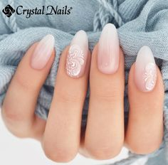 The advantage of the gel is that it allows you to enjoy your French manicure for a long time. There are four different ways to make a French manicure on gel nails. Simple Wedding Nails, Wedding Nails For Bride, Wedding Nails Design, Bride Nails, Wedding Manicure, Sparkle Wedding, Wedding Nails Art, Maroon Wedding, Oval Nails