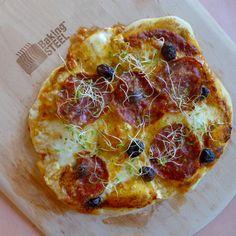 Pizza med fennikelsalami og oliven. Namme-nam! Calzone, Vegetable Pizza, Baking, Vegetables, Kitchen, Food, Olives, Cooking, Bakken