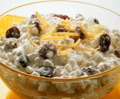 Oatmeal with Cottage Cheese--quick cooking oatmeal made with non fat (or almond) milk, topped with low fat cottage cheese, chia seeds and cinnamon. Cottage Cheese Desserts, Cottage Cheese Breakfast, Benefits Of Cottage Cheese, Cooking Oatmeal, Cancer Fighting Foods, Cancer Cure, Healthy Breakfast Recipes, Healthy Eating, Healthy Breakfasts