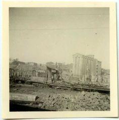 Вид на северо-восток со стороны железнодорожных путей ведущих к мостам через реку Дон. На общем плане выделяется элеватор хлебозавода №1, который сохранился до наших дней в районе устья реки Темерник.(Идентификация В.В. Долбнина)