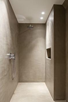 Een neutrale inloopdouche met kwalitatieve afwerking dankzij Villabouw Sels. Rustic Bathrooms, Small Bathroom, Master Bathroom, Bathroom Floor Plans, Bathroom Flooring, Hampton Style Bathrooms, Shower Lighting, Tadelakt, Apartment Renovation