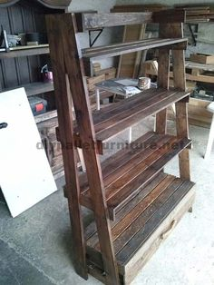 How about a bookcase made of pallets for our living room or den? Or even if we have a shopit could be interesting for showcasing products. From our Facebook page we have recently receivedthis s...