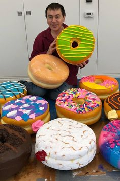 This Artist's Giant, Realistic Food Sculptures Are Making Me So Hungry Right Now Food Artists, Music Artists, Giant Food, Food Sculpture, Food Obsession, Confectionery, Paper Mache, Doughnut, Donuts