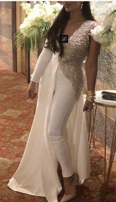 Indian Gowns, Pakistani Dresses, Indian Designer Outfits, Designer Dresses, Evening Dresses, Prom Dresses, Formal Dresses, Elegant Dresses, Beautiful Dresses