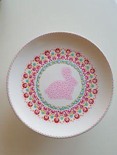 Plate Wall Decor, Plates On Wall, Mandala Painting, Dot Painting, Pottery Painting, Ceramic Painting, Painted Ceramic Plates, Stippling Art, Hand Painted Wine Glasses
