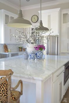 Kitchen-Island-styling-ideas-with-collection-of-vases-white-carrara-marble-farmhouse-pendants-chinoserie-blue-and-white-vases-