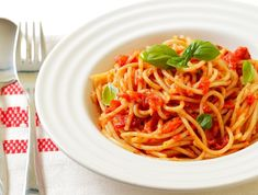 Kids Pasta Choice : Cheese and Tomato Pasta Healthy Eating Tips, Healthy Cooking, Healthy Habits, Healthy Recipes, Sports Nutrition, Nutrition Tips, Kids Pasta, Valeur Nutritive, Spaghetti