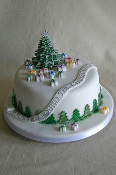 Simple Christmas cake #tree #presents