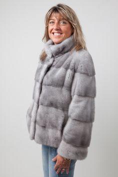 Veste Droite de Vison Gris Sapphire http://www.fourrure-privee.com/fr/fourrures/vestes-gilets/veste-droite-de-vison-gris-sapphire-1159