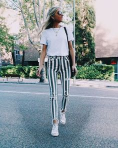 I love this everyday look for summer with high waisted striped pants! #stripedpants #stripedpantsoutfit #stripedpantsoutfitwork #stripedpantsoutfitsummer #blackandwhitestripedpants