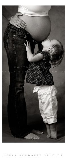 baby love ♥. Wouldn't do the bare belly, but this could be cute with Coop in a few months.