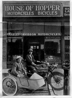 Avis and Effie Hotchkiss, mother and daughter from Brooklyn completed a 9,000-mile round trip ride from New York to San Francisco and back on a Harley-Davidson in 1915.