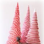 Paper Christmas Tree from cupcake liners. Cute decoration for the kitchen. Handmade Christmas Tree, Christmas Tree Crafts, Mini Christmas Tree, Winter Christmas, Holiday Crafts, Christmas Decorations, Christmas Ornaments, Christmas Paper, Holiday Tree