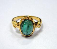 Emerald Ring Vintage 18 K solid gold Natural Emerald gemstone Ring
