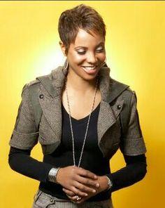 MC Lyte (June June is Black Music Month, Countdown of Shamontiel's Top 30 African-American Artists Mc Lyte, African American Artist, American Artists, Medium Short Hair, Love N Hip Hop, American Rappers, Celebs, Celebrities, Good Music