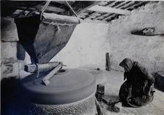 Ruth Matilda Anderson - Moendo o millo. Marín. 1924