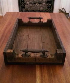 Reclaimed Dark Stained Pallet Wood Serving Tray With Metal Handles - Pallet Diy Wooden Pallet Projects, Woodworking Projects Diy, Woodworking Furniture, Wooden Pallets, Wooden Diy, Pallet Wood, Pallet Tray, Wood Furniture, Wood Wood