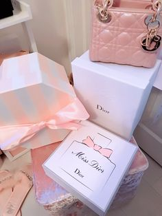 ♡fancypinsbymj♡ Princess Aesthetic, Pink Aesthetic, Versace, Cute Luggage, Gucci, Miss Dior, Shop Till You Drop, Rich Kids, Luxury Shop
