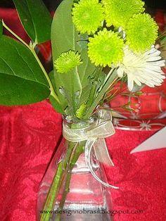 Você recicla vidros de perfume? São perfeitos para arranjos de flores.