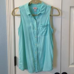 Mossimo Sleeveless Top EUC Super cute and soft sleeveless top. Buttons in front. Has cute slit hem detail at bottom back. Only worn once. 100% rayon Mossimo Supply Co Tops Blouses