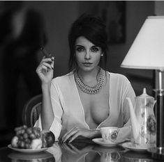 Photographer Давид Д (David Dubnitskiy) - Zonder titel Cigars And Women, Women Smoking Cigars, Cigar Smoking, Girl Smoking, Smoking Room, Cigars And Whiskey, Good Cigars, David Dubnitskiy, Ana White