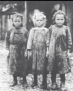 White Privilege is a con job and thus white guilt is a vile means to weaken us and make us vulnerable to our enemies wiles. My ancestors had no privilege exc. Ireland Pictures, Old Pictures, 1930s America, Irish Images, Lewis Hine, President Ronald Reagan, White Man, Historical Photos, New Trends