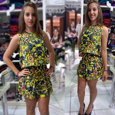 """Look vestido floral com lastex no quadril e babado da coleção """"Doce Vida"""" do Verão 2016 da Kléofa."""