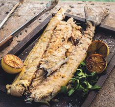 Braai Snoek the Jan Braai way Braai Recipes, Fish Recipes, Cooking Recipes, Recipies, South African Recipes, Ethnic Recipes, Tasty Dishes, Side Dishes, Seafood Restaurant