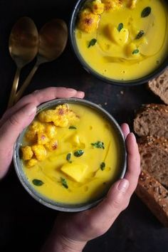 Sopa de caril de couve-flor com batatas Blumenkohl-Currysuppe mit Kartoffeln Receita de sopa de curry de couve-flor com batatas. Um prato super aquecido para o inverno. The post Sopa de caril de couve-flor com batatas appeared first on Dress Models. Cauliflower Curry, Cauliflower Recipes, Potato Recipes, Soup Recipes, Vegetarian Recipes, Cooking Recipes, Healthy Recipes, Curry Soup, Vegan Soup