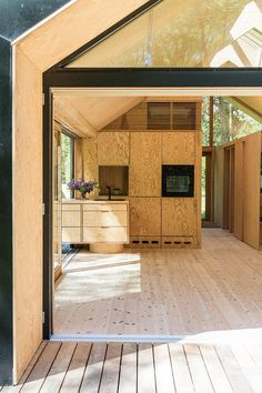 This summerhouse has a lot of cool solutions in terms of decor. It's an architectmade smart home.