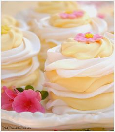 Lemon Meringue Stacks – An Easy Spring Dessert If you need a delicious and easy dessert for your Easter buffet, look no further! I have a light and lemony dessert that can be pu… Spring Desserts, Lemon Desserts, Easy Desserts, Delicious Desserts, Dessert Recipes, Buffet Recipes, Spring Treats, Small Desserts, Lemon Whipped Cream