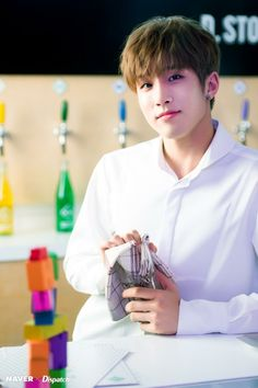 He holds a napkin but still looks gorgeous af. jinjin, how could you? Cha Eun Woo, Nct, Park Jin Woo, Jinjin Astro, Astro Wallpaper, Lee Dong Min, Astro Fandom Name, Pre Debut, Rapper