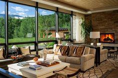 Une façade en verre pour offrir une superbe vue sur la vallée verdoyante