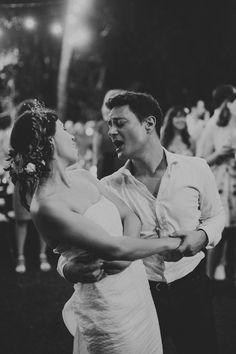 Adorable first dance serenade at tropical outdoor Bali garden wedding | image by Roland Mouret