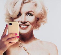 Marilyn Monroe selfie