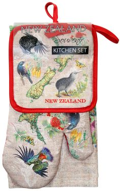 Kitchen Set 3Pk Map. A great three piece set for you kitchen or as a gift.This set contains a tea towel, pot mitt and an oven glove in a matching New Zealand Map Design.