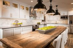 Photos taken by Jeremy Mason McGraw. Cottage/Country Kitchen Design