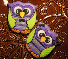Cookie decorating - royal icing owl for Halloween cookie