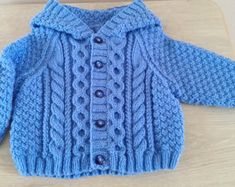 Aodhan Baby And Toddler Aran Jacket Pdf Knitting Pattern * aodhan baby und kleinkind aran jacke pdf strickmuster * aodhan baby and toddler aran jacket pdf knitting pattern Free Aran Knitting Patterns, Baby Boy Knitting Patterns, Baby Cardigan Knitting Pattern, Baby Knitting, Start Knitting, Knitting Ideas, Pull Torsadé, Cardigan Bebe, Fancy Buttons