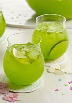 Sparkling Pineapple-Lime Punch – This delicious drink only takes 10 minutes to prepare! An easy recipe to serve this spring.
