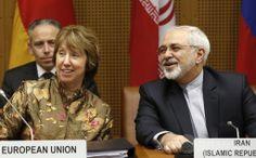 オーストリア・ウィーン(Vienna)でイランの核問題をめぐる協議に出席した欧州連合(EU)のキャサリン・アシュトン(Catherine Ashton)外交安全保障上級代表(EU外相、手前左)とイランのモハマド・ジャバド・ザリフ(Mohammad Javad Zarif)外相(右、2014年5月14日撮影、資料写真)。(c)AFP/DIETER NAGL ▼8Jun2014AFP|イランと米国、核問題めぐり直接協議 6か国協議の枠外では初 http://www.afpbb.com/articles/-/3017075 #Mohammad_Javad_Zarif #Catherine_Ashton