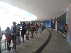 Aspecto Social  - Visitantes aguardando no lado externo para subir na Torre e chegar ao Mirante.