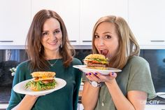 Ramen Burger Rezept-2 Ramen, Eggs, Breakfast, Food, Tips, Morning Coffee, Egg, Meals, Egg As Food