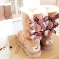 """""""best shoes for the wintertime ⛄️❄️ #uggs #baileybow #love"""""""