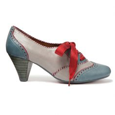 Poetic License School Girl, these shoes scream Alice in Wonderland to me.  ::swoon::