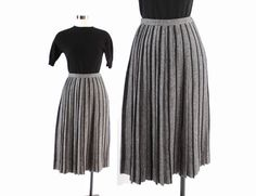 Vintage 50s thick warm wool full skirt. Cheery yellow and dark charcoal gray. High fitted waistband with sharp pleats for fullness. Metal zipper