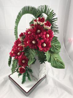 Aprenderás a elaborar hermosas bases en cuerda además de sus flores de gerberas, rosas, helechos y otros follajes Christmas Wreaths, Floral Wreath, Holiday Decor, Home Decor, Craft Gifts, Make A Difference, Ferns, Twine, Create