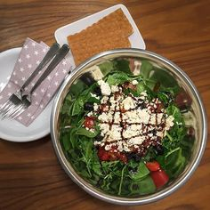 Salatikovanie :)) Mozem toto ja kludne aj kazdy vecer...  Baby spenat, rukola, paradajky, susene paradajky, cierne olivy, feta syr... ochutene olivovym olejom, balzamiko dressingom, solou a ciernym korenim #eatclean #eathealthy #easyrecipe #fitfood #fitlife #fitmom #fitnessfood #healthyfood #healthyliving