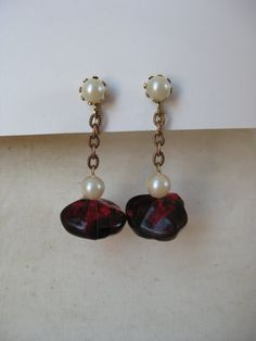 Red Pearl Gold Dangle Earrings Clip by vintagejewelryalcove, $8.50